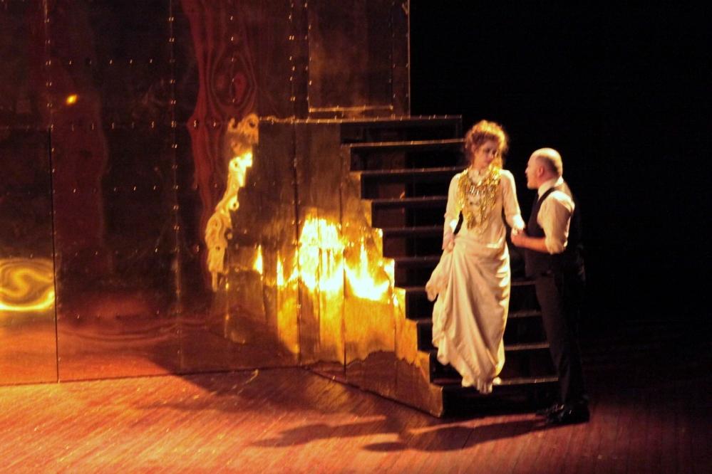 REVIN - Théâtre : Hernani, un aller-retour entre l'ombre et la lumière, selon Christine Berg (2/2)