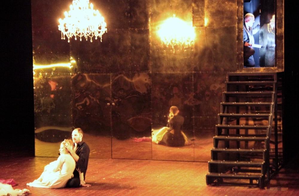 REVIN - Théâtre : Hernani, un aller-retour entre l'ombre et la lumière, selon Christine Berg (1/2)