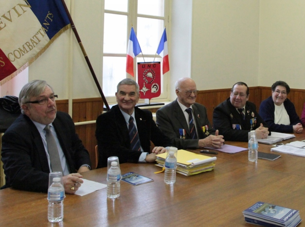 Le colonel Jean-Pierre Virolet (2ème à gauche) est un farouche opposant du 19 mars. (Photo @rdenne-mag)