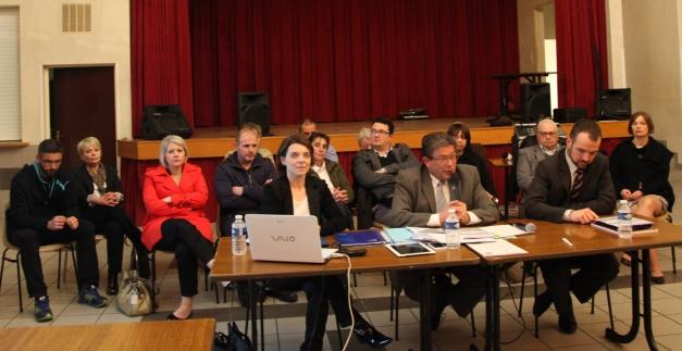 Les membres de la liste Rocroi Autrement ont présenté leur programme aux Rocroyens ce jeudi 20 Mars 2014, salle de nevers. (Photo @rdenne-mag)